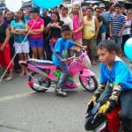 davao-kadayawan-kids-in-motor